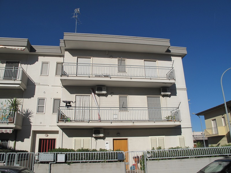 Mediterranea immobiliare per vendere o acquistare la tua for Appartamento di 600 metri quadrati con 2 camere da letto